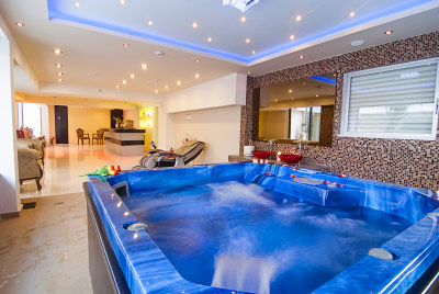 find hotel with jacuzzi in room collections